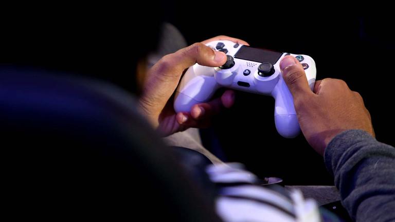 Online Sports Games – Should You Buy Sports Gambling Software?
